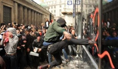 la proxima guerra disturbios europa crisis manifestaciones violentas patada