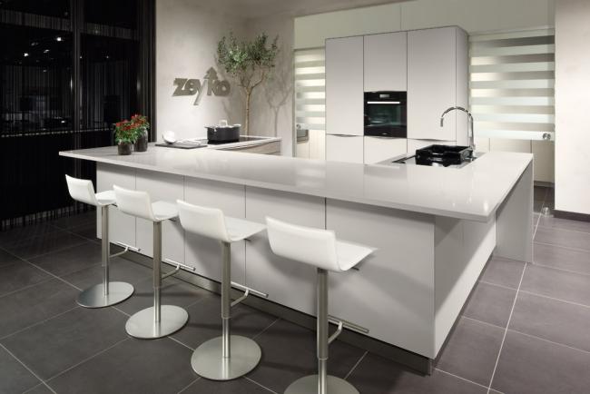 Cocinas modernas de color blanco colores en casa for Diseno de cocinas modernas con isla