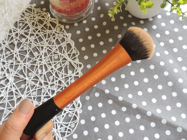 Jane Wonder    Real Techniques Expert Face Brush