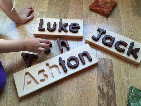 Puzzle con nombre en madera