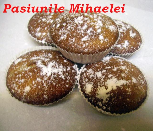 Muffins cu banane caramelizate