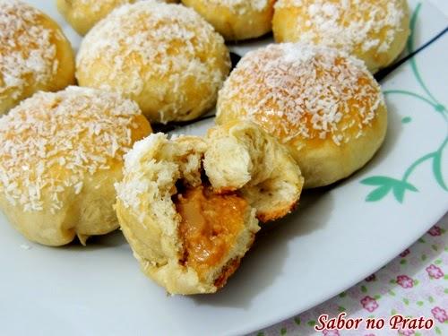 Receita de pão doce recheado com doce de leite.