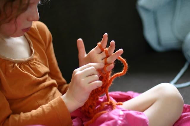 Finger Knitting Uses : Enkindle finger knitting how to