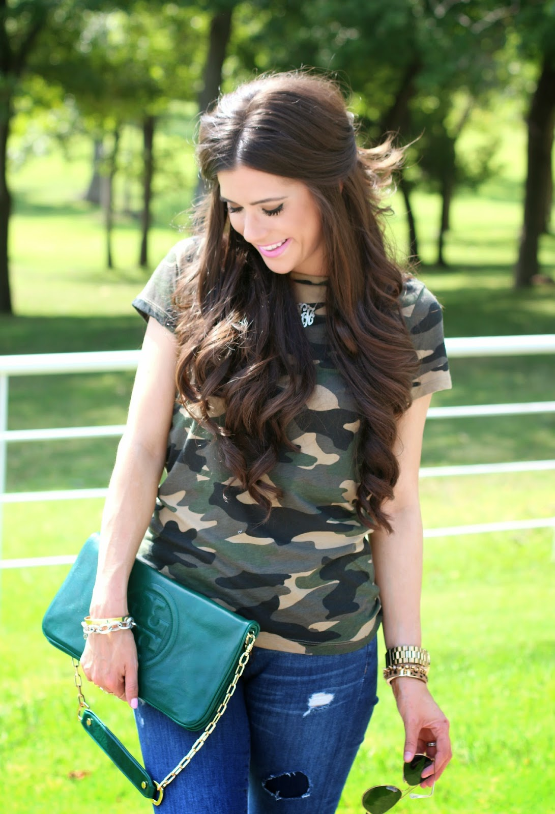 camo tee shirt, camo fashion, tory burch clutch, green tory burch clutch, ray ban aviators, emily gemma, emily gemma blog, the sweetest thing blog, jcrew jeans
