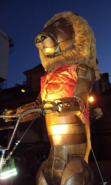 Le Lion sera à Angers pour le festival Soleils d'Hiver et ses festivités de Noel avec spectacles et animations de rues de décembre