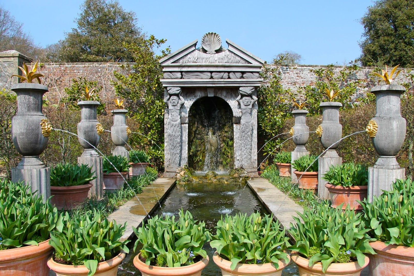 water fountain at arundel castle