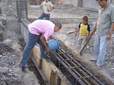 El maestro de obras xavier valderas construccion de cimientos - Como hacer un suelo de hormigon ...