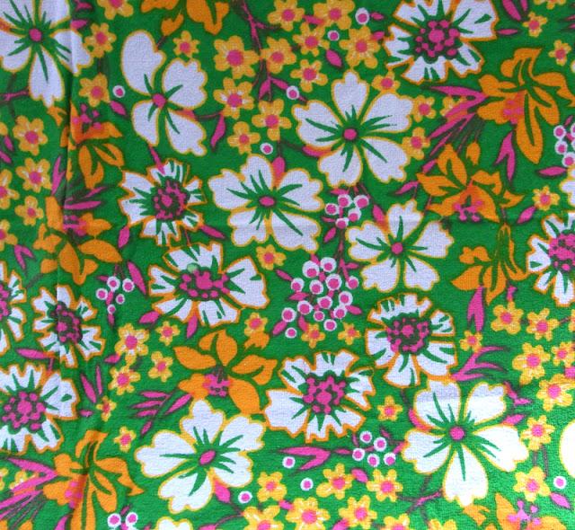 Frottee Stoff Vintage 60er 70er Jahren Blumenwiese Untergrund grün Blumen weiß pink orange