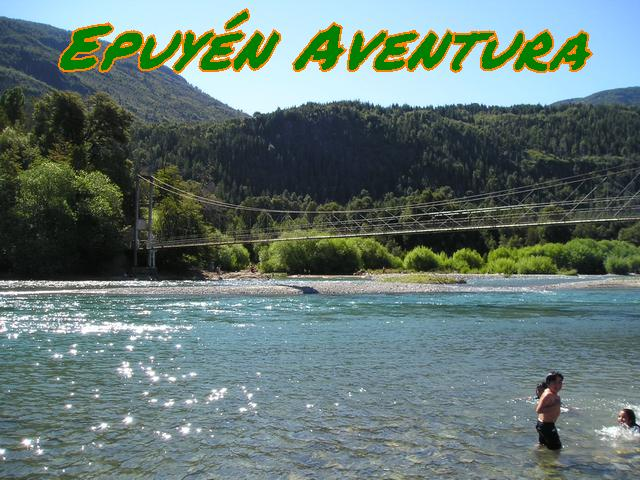 Río azúl y pasarela - Patagonia Andina