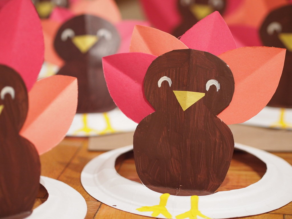 how to make turkey paper plate hat & Turkey Paper plate hat | Pink Stripey Socks