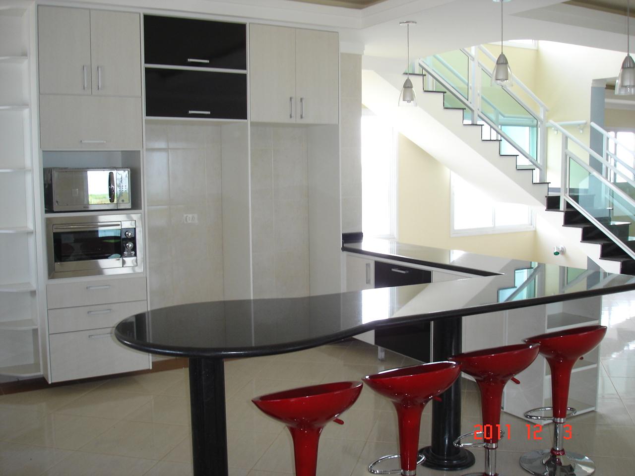 Espaço para os eletros e armários que acompanham a ilha da cozinha. #631C1C 1280 960