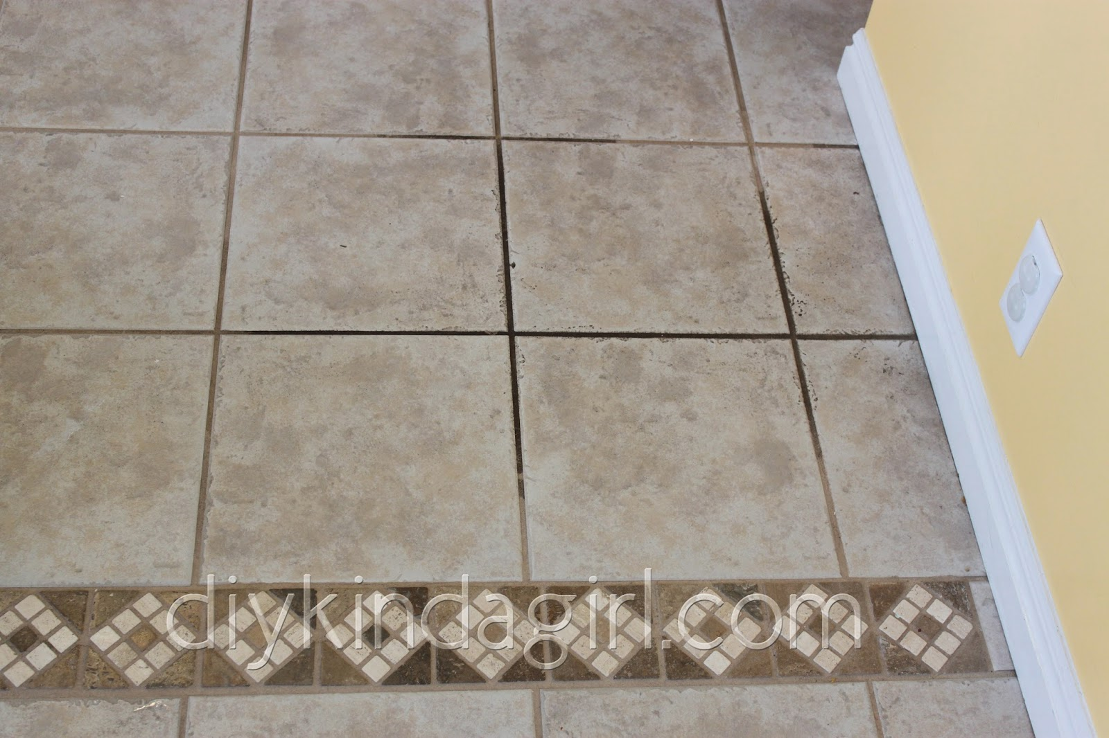 How to clean floor tile grout with oxiclean diy kinda girl diy household tip cleaning grout oxiclean vs dailygadgetfo Images