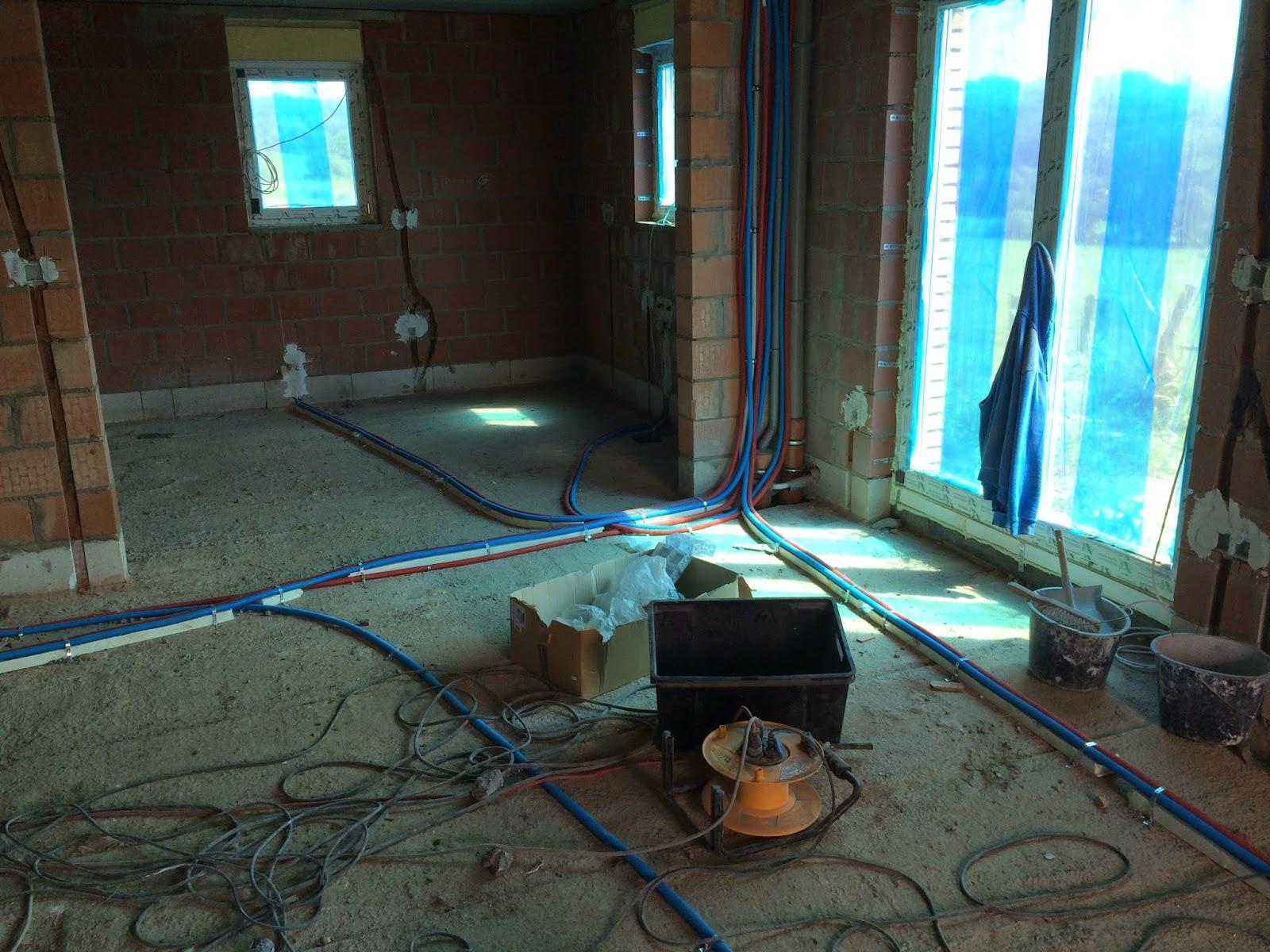 notre maison livraison citerne gaz encastrement sanitaire et lectricit. Black Bedroom Furniture Sets. Home Design Ideas