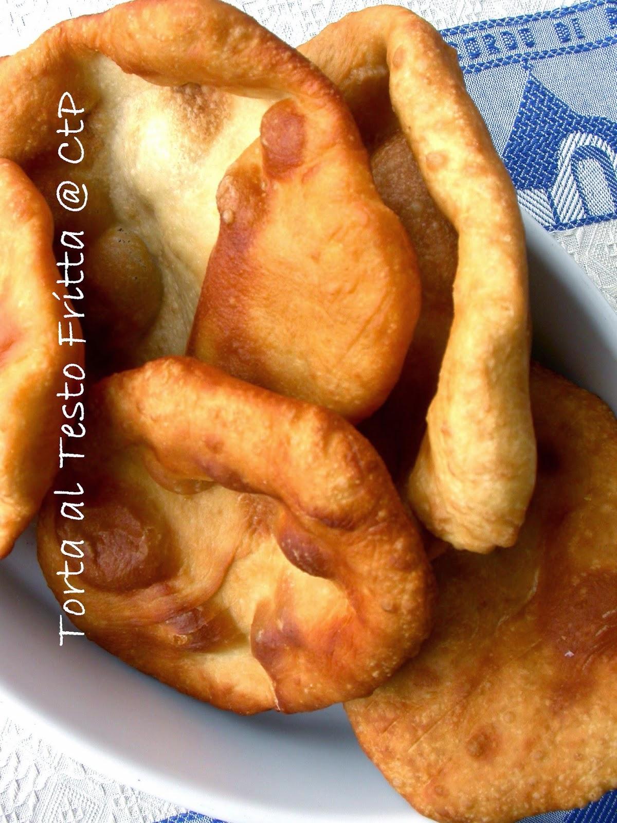 torta al testo fritta ripieni con prosciutto