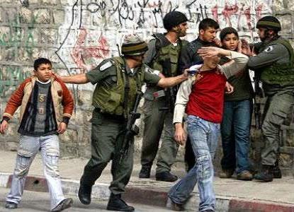 Crianças palestinas são presas por tropas israelenses