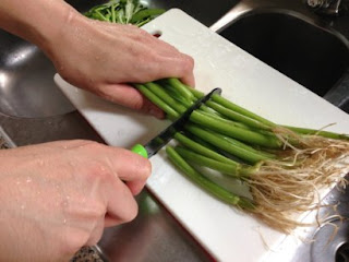chopping kangkong using Edge of Belgravia