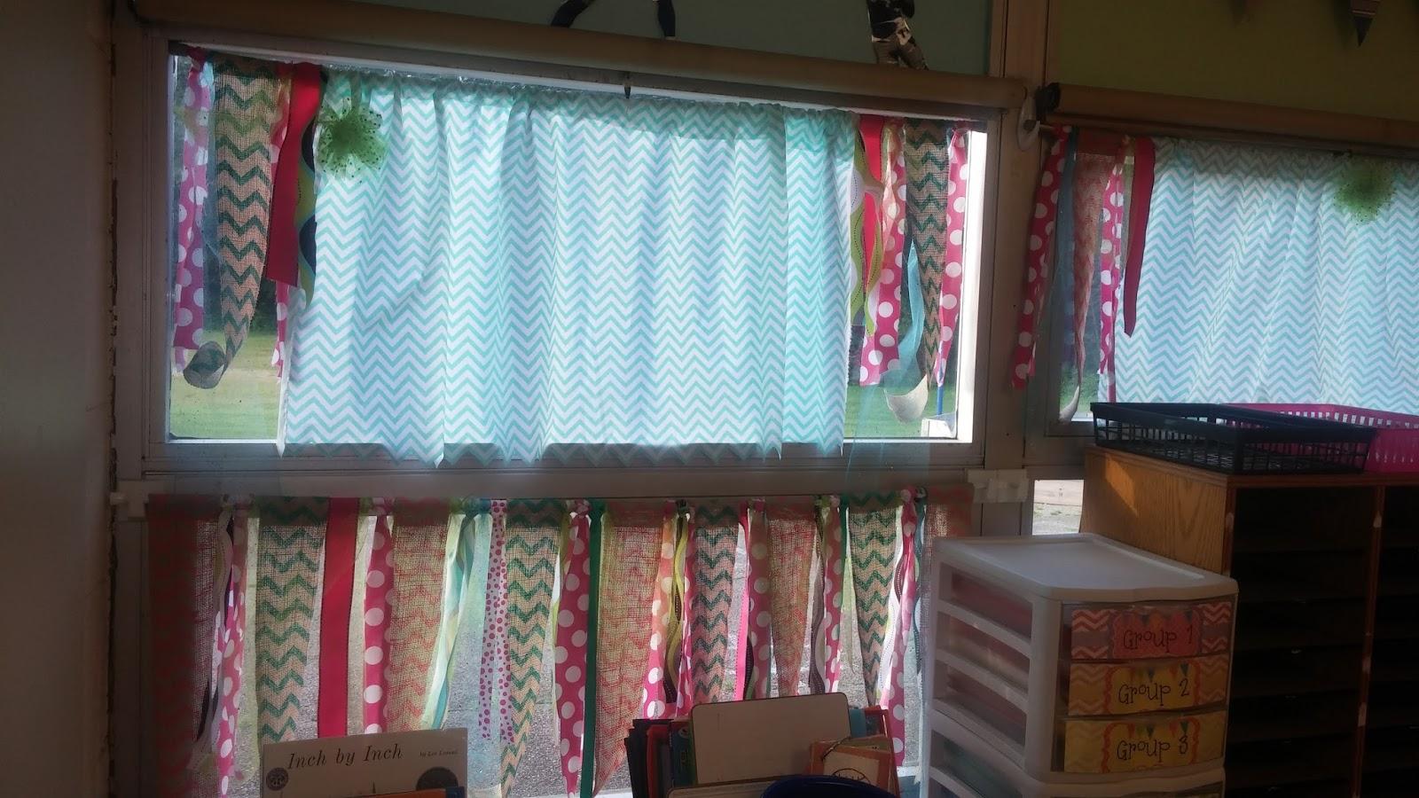 Classroom Curtain Ideas ~ Bunting books and bright ideas cheap no sew classroom