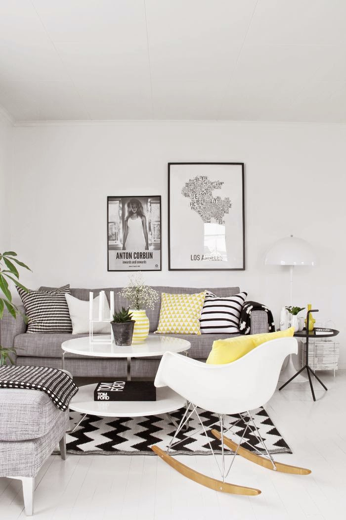 25 ideas de decoraci n de salas que poner al lado del sofa for Decoracion para pared negra
