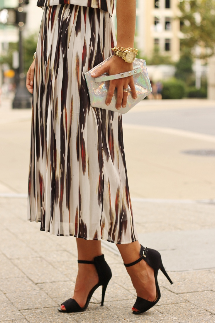 Printed pleated midi skirt outfit