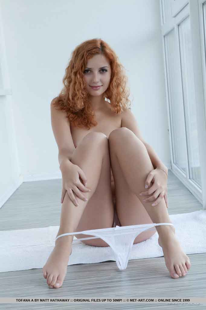 Conejita pelirroja Elle Alexandra - Canalpornocom