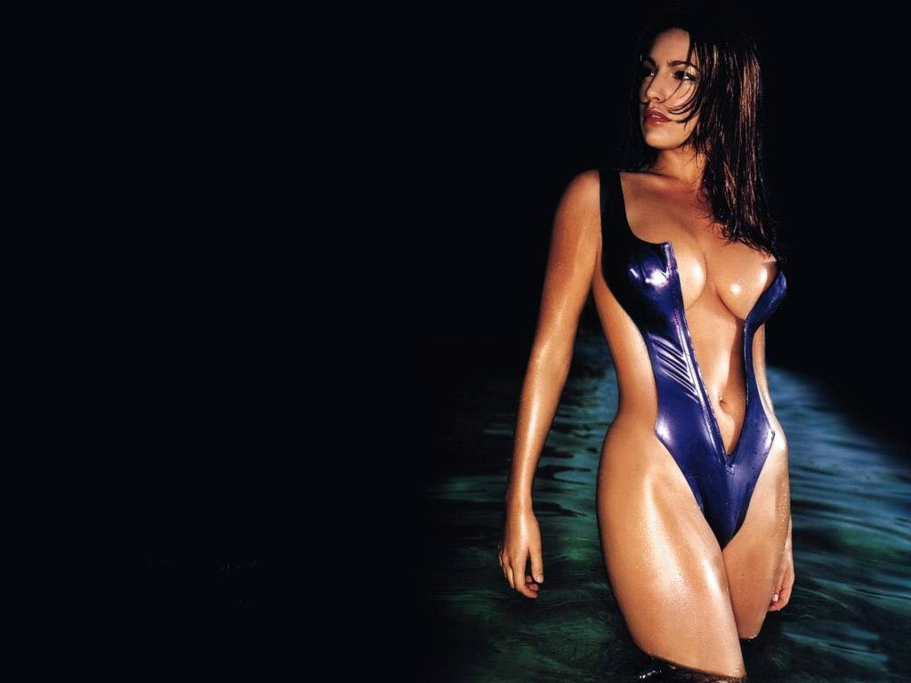 http://2.bp.blogspot.com/-VSQ-dhY0uQc/TXHheSVpf7I/AAAAAAAAAqg/SS865l9TO6o/s1600/kelly_brook_actress_hot_wallpaper_23.jpg