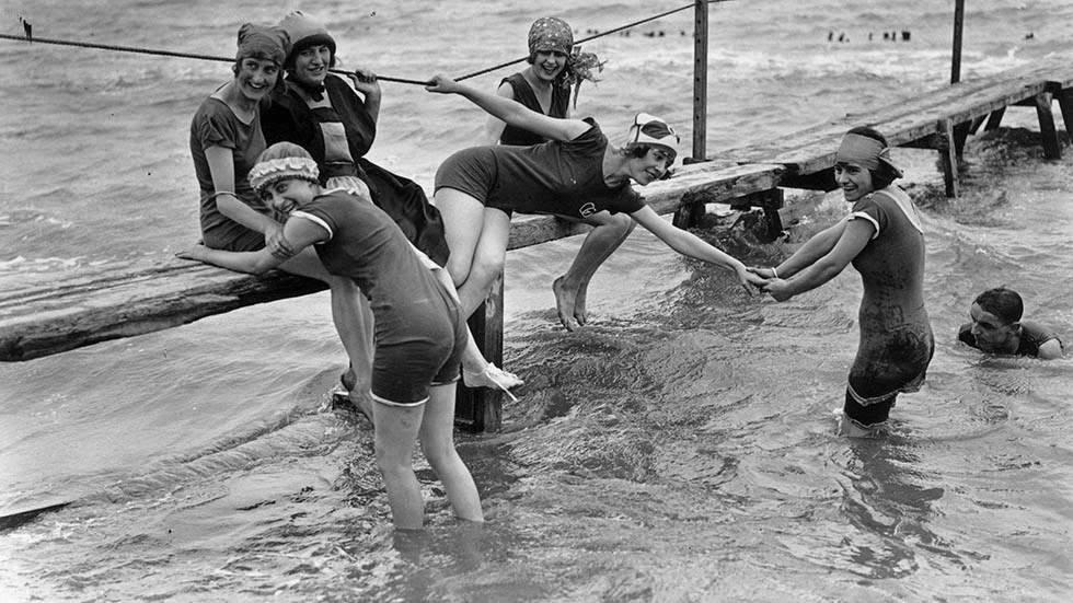 vintage everyday: Bathing girls catch mermaid on