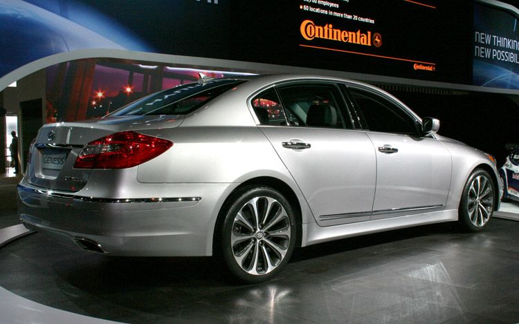 auto finder 2012 hyundai genesis sedan. Black Bedroom Furniture Sets. Home Design Ideas