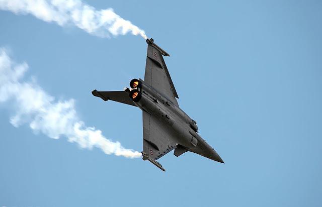 Dassault Rafale vapor trail