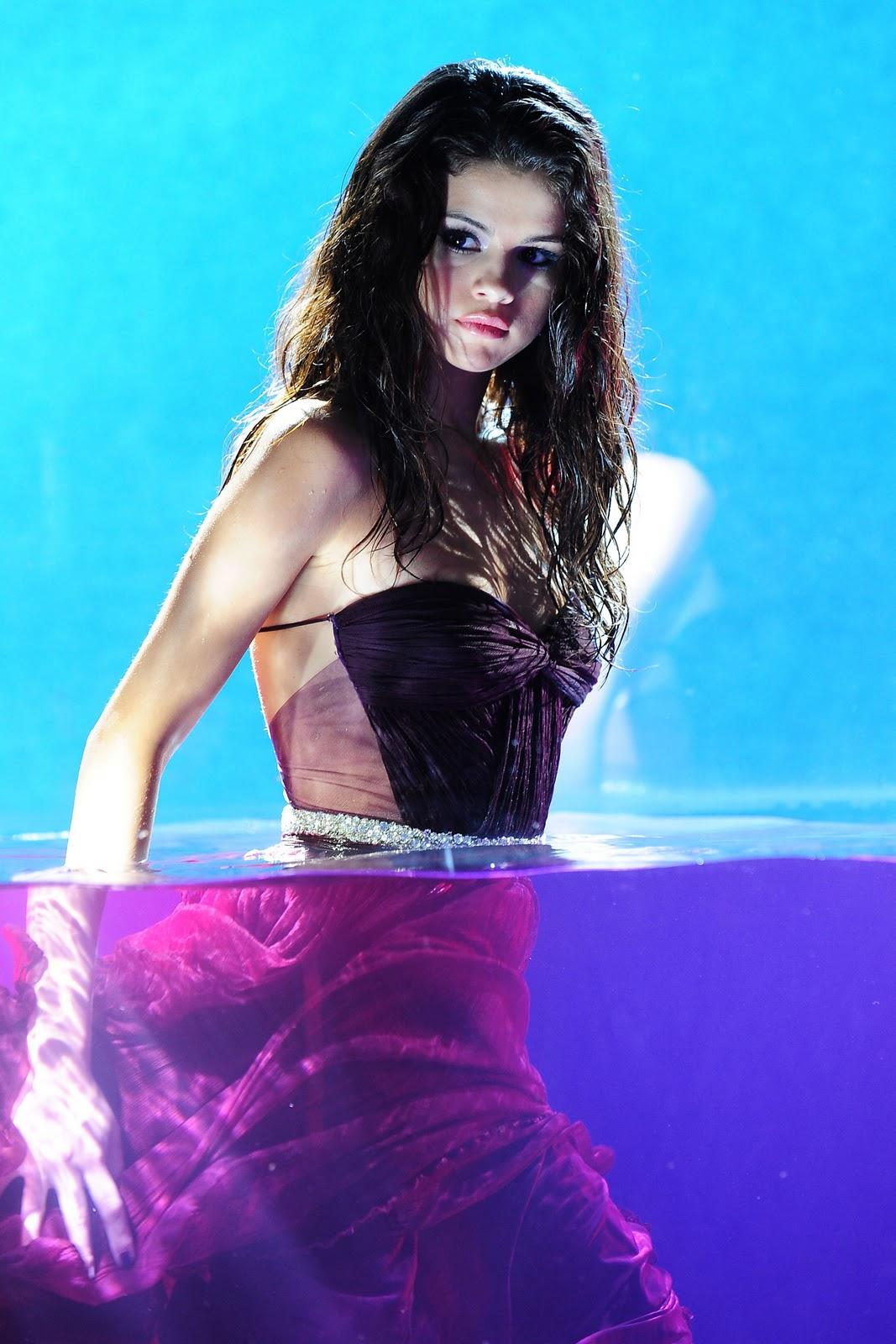 Goiish photoshoot da selena gomez para seu novo perfume for Selena gomez perfume