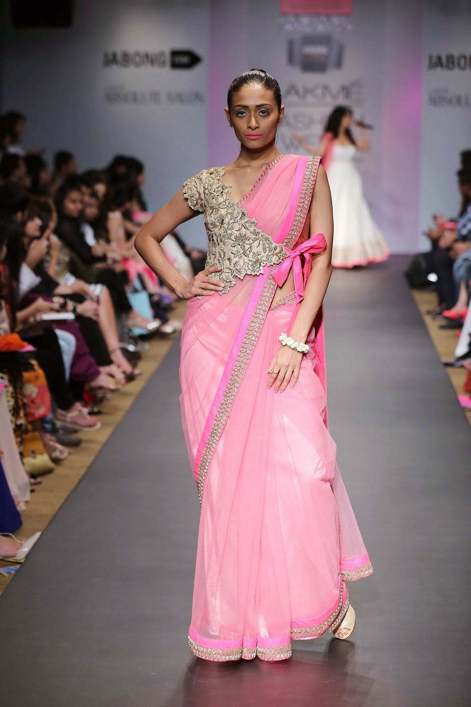 Anushree Reddy's collection titled 'The Tale of a Bow' at Jabong Stage during Lakmé Fashion Week Summer/Resort 2014 was a classic yet contemporary take on Indian fashion.  The show started with the melodious voice of popular singer, Shibani Kashyap who looked gorgeous in a pink accented white salwar with gold and silver appliqués.