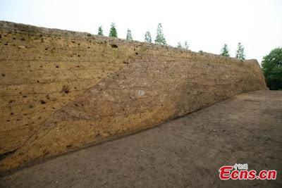 Novos objetos de ouro e jade são descobertos em ruínas pré-históricas de Sanxingdui na China