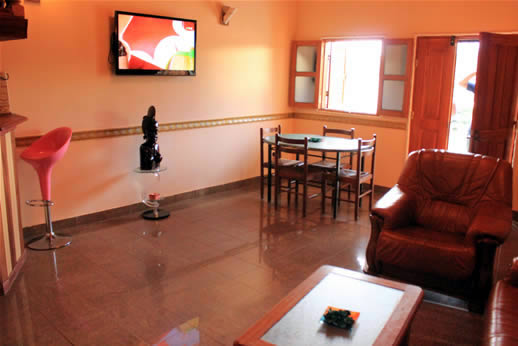 Appartements louer yaound elig essono duplex for Meuble tv yaounde