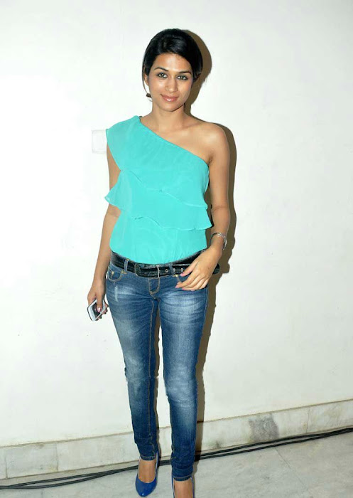 shraddha das stylish in jeans glamour  images