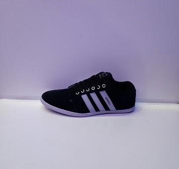 Sepatu adidas Abu,