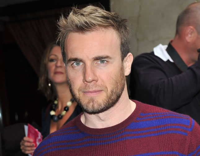 Integrante do Take That, Gary Barlow chega para evento da indústria musical em Londres (Foto: John Marshall JM Enternational/Invision/AP)