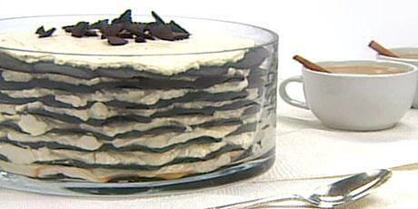 Tiramisu recept zonder eieren met chocoladekoekjes en een mascarponevulling met chai thee kruiden