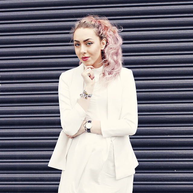 Fashion Blogger Stephi LaReine from Liverpool all in white