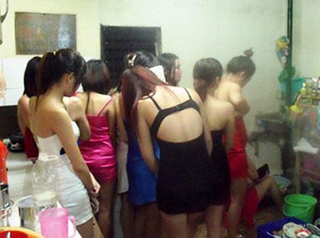 Phố mại dâm trá hình ở TP HCM