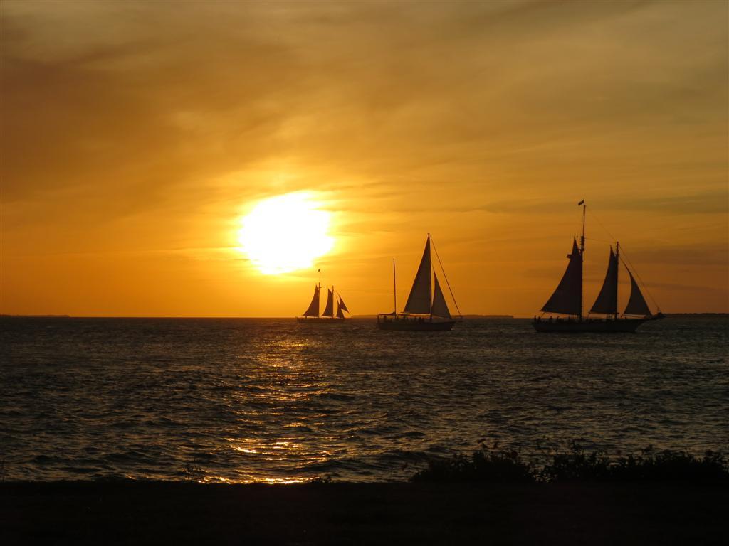 http://2.bp.blogspot.com/-VUZ9VBFOZiA/UYJ-juZJVbI/AAAAAAAAAmA/4FkkPQhcvhg/s1600/Key+West+Sunset.JPG