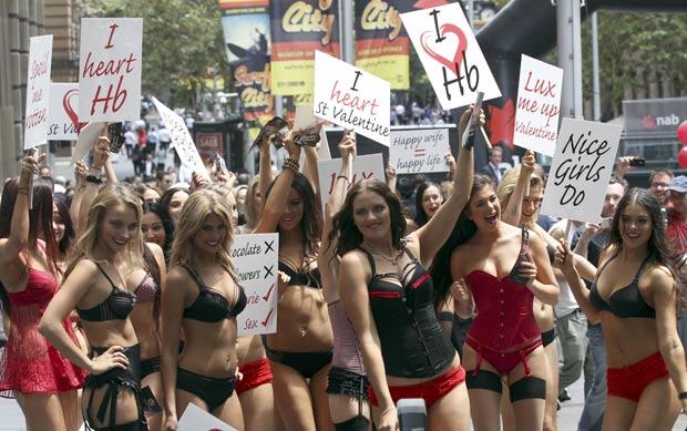 IMAGEM - Fotos de mulheres em desfiles de lingerie no Valentine's Day