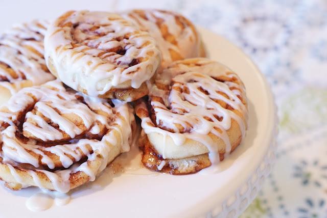 Sarah Bakes Gluten Free Treats: gluten free vegan cinnamon rolls