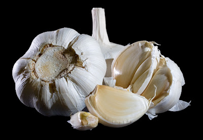 What is good to eat garlic in empty stomach antibiotic properties combat diarrhea types of cancers diabetes, typhus, depression,TB benefits of garlic Colds or asthma