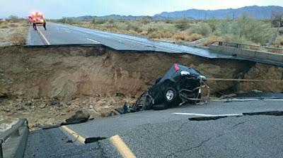 Puente de carretera Interestatal derrumbado por fuertes precipitaciones