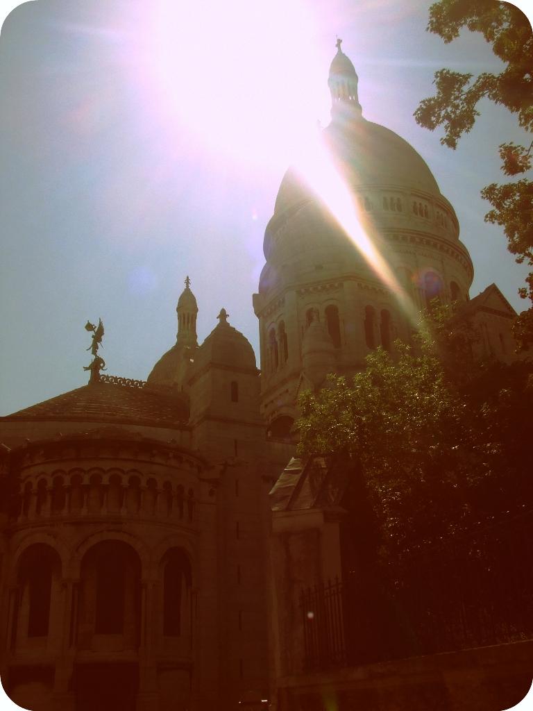 beyaz kilise görüntüsü
