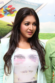Actress Catherine Tresa Pictures in Skinny Jeans at BIG C Mobile Store Launch 0012.jpg