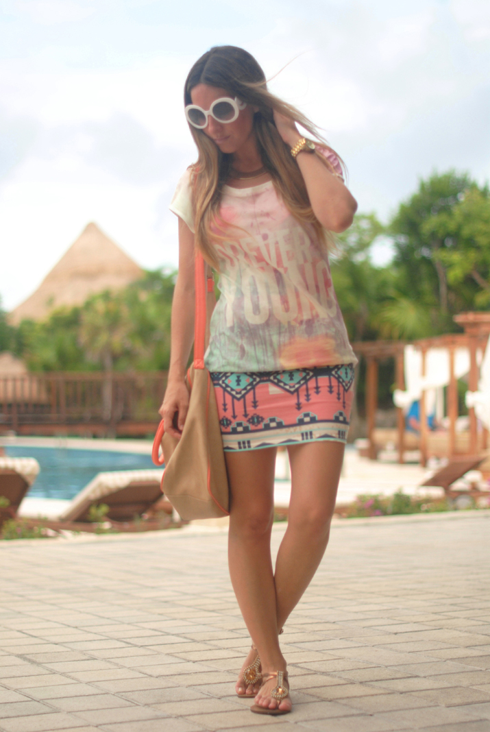 Outift with ethnic print skirt at Mónica Sors fashion blog (Mexico)