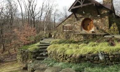 les archives de la terre cuite des tuiles fran aises sur une maison de hobbit reproduite avec. Black Bedroom Furniture Sets. Home Design Ideas