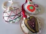 Lavoretti bambini per Natale: palle di stoffa