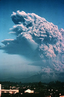 Gambar Gunung Galunggung Saat Meletus Tahun 1982