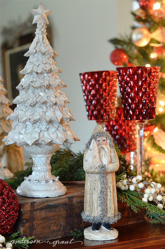 White and red Christmas display | www.andersonandgrant.com